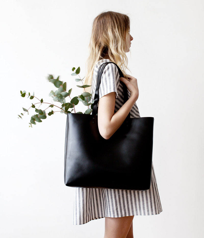 Clean-up-the-inside-of-your-leather-bag